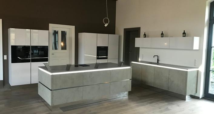 k chen b der sperber k chenstudio in hamburg bramfeld ausstellungsk che 1. Black Bedroom Furniture Sets. Home Design Ideas