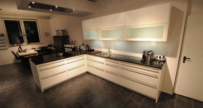 k chen b der sperber k chenstudio in hamburg bramfeld ausstellungsk che 9. Black Bedroom Furniture Sets. Home Design Ideas